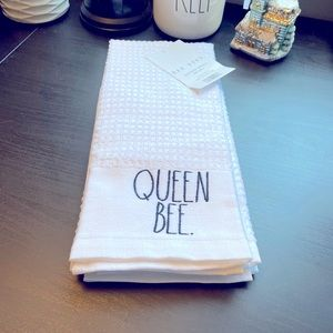 ⚡️SALE 🐝Rae Dunn Queen Bee kitchen towels🐝